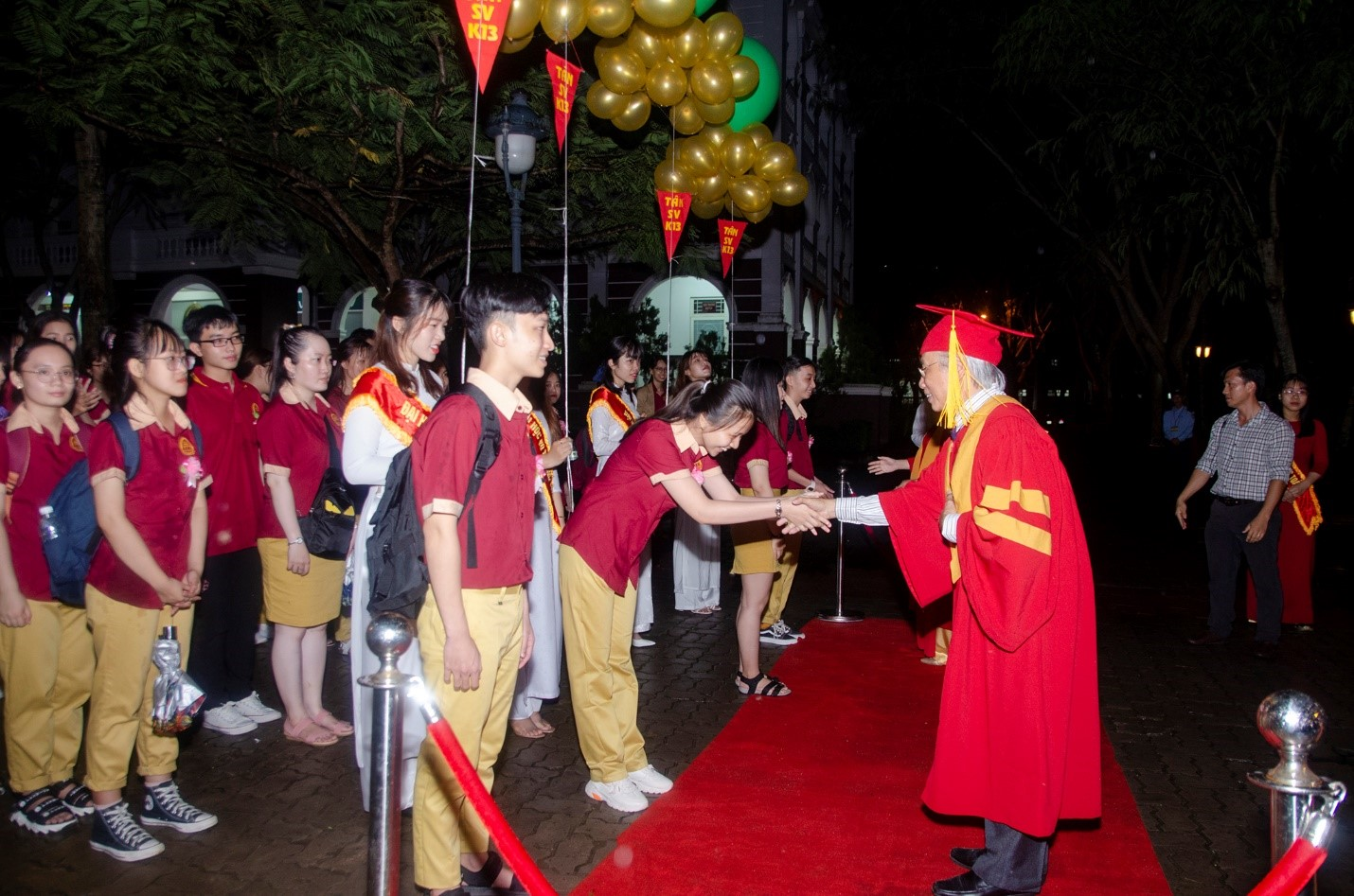 Vo Truong Toan University awards scholarship of about 2 billion VND to new students in the Opening Ceremony of the new school year