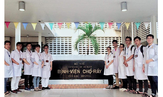 Vo Truong Toan University Students with Clinical Training at Cho Ray Hospital (HCMC)