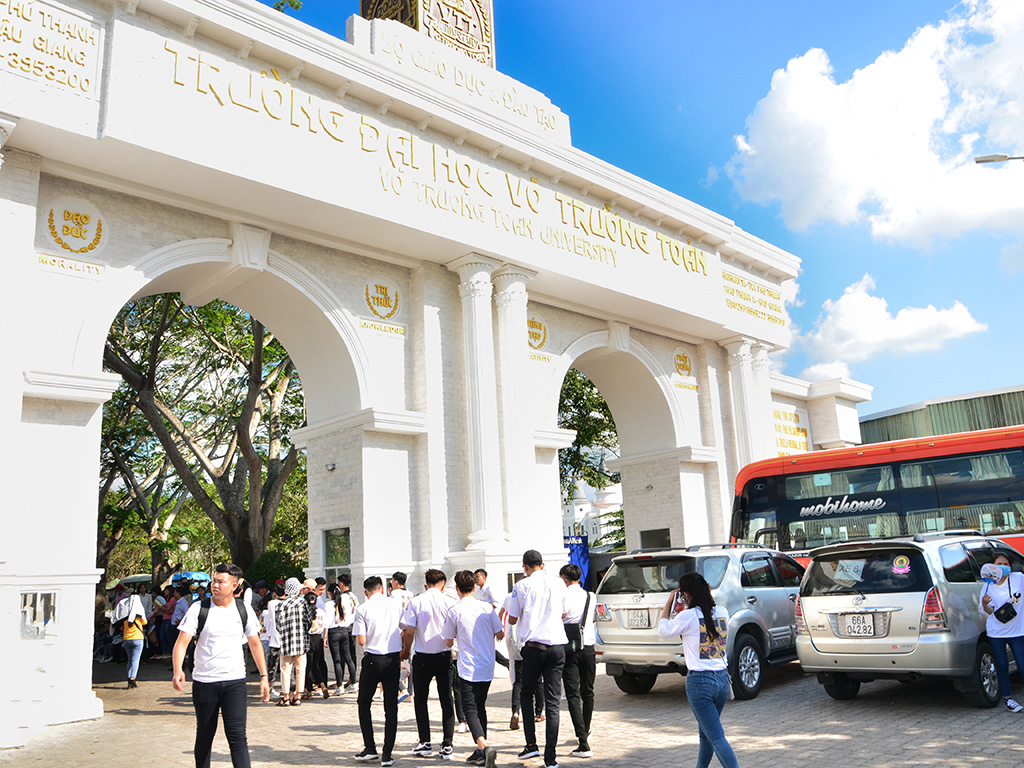 More than 7,000 students attended to the 2019 admissions day of Vo Truong Toan University